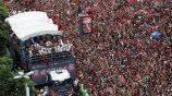 Miles de aficionados celebran con el Flamengo