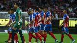 Los jugadores de Chivas al final del partido contra Dorados