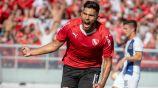 Silvio Romero festejando gol