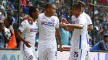 Elías, Cabecita y Piojo celebran un gol con Cruz Azul