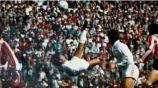 Hugo Sánchez en acción en su época dorada con Real Madrid