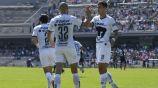 Carlos González y Dinenno celebrando una anotación con Pumas