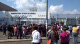 Familiares rompieron puerta del Penal de Chalco