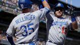 Jugadores de los Dodgers de los Angeles festejan una carrera