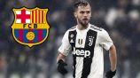 Miralem Pjanic durante un duelo con la Juventus