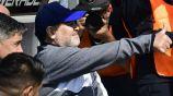 Maradona se muestra feliz en su debut con Gimnasia y Esgrima La Plata