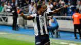 Dorlan Pabón festeja un gol con Rayados