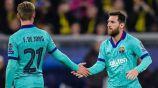 Frenkie de Jong y Messi en un duelo del Barcelona en LaLiga