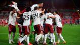 Jugadores del Arsenal festejan el pase a Cuartos de Final