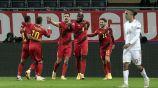 Jugadores de Bélgica festejan anotación ante Dinamarca