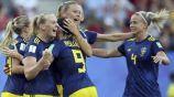 Jugadoras de Suecia festejan un gol frente a Alemania