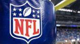 Logo de la NFL en un poste del terreno de juego