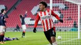Donyell Malen tras anotar un gol a favor del PSV