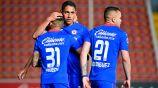 Luis Romo festeja una anotación con Cruz Azul