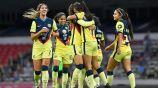 Jugadoras de América Femenil festejan una anotación