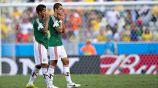 El Chicharito y Giovani dos Santos tras la eliminación en Brasil 2014