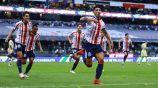 Alan Pulido festejando en el Azteca como jugador de Chivas