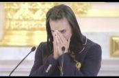 Embedded thumbnail for Isinbayeva rompe en llanto con Putin por no ir a JO
