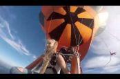 Embedded thumbnail for Modelo realiza el salto en paracaídas más sexy