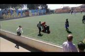 Embedded thumbnail for Padres de familia se enfrentan durante partido infantil