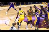 Embedded thumbnail for LeBron James golpea entrepierna de rival con pelota de basquetbol