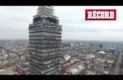 Embedded thumbnail for Acróbatas crean las siglas de la CDMX en la Torre Latino