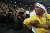 Embedded thumbnail for Neymar y aficionado se enganchan en discusión tras Oro en JO