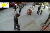 Embedded thumbnail for Sujeto golpea a un anciano con un bastón en Nueva York
