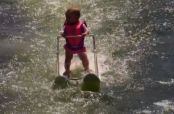 Embedded thumbnail for Bebé cautiva al mundo con talento en esquí acuático