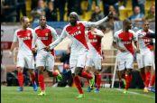 Tiemoue Bakayoko celebra el gol que los puso en Cuartos de Final