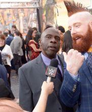 Sheamus da una entrevista en la alfonbra roja
