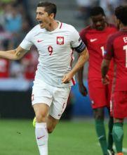 Lewandowski festeja tras marcar el primero del juego