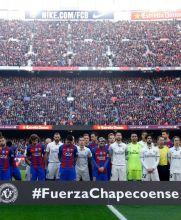 El Barça y el Real Madrid recordaron a las víctimas de la tragedia del Chapecoense