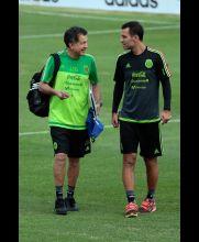 Juan Carlos Osorio y Rafa Márquez platicaron al salir al campo