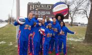 Los integrantes de Harlem Globetrotters posan para la foto