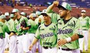 Integrantes del conjunto mexicano celebran tras el triunfo
