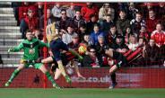 Özil marcando el primer gol para el Arsenal