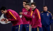 Messi sonríe en un entrenamiento con Barcelona