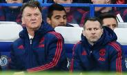 Van Gaal observa un partido del Manchester United