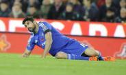 Diego Costa tendido en el césped durante un partido del Chelsea