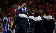 Héctor Herrera festeja su gol contra Benfica
