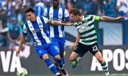 Herrera participando en el duelo contra Sporting