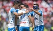 Jugadores de Cruz Azul festejan gol en el Nemesio Díez