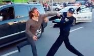 Excampeón olímpico agrediendo a un policía
