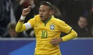 Neymar, en un duelo con la Selección de Brasil