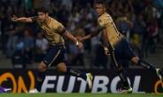 Herrera festeja junto a Fidel su gol contra Táchira