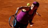 Azarenka, en el juego contra Alize Cornet