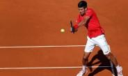 Djokovic devuelve un disparo contra Borna Coric