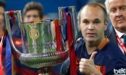 Andrés Iniesta con el trofeo de campeón de Copa del Rey de Barcelona