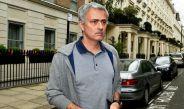 Mourinho camina por las calles de Londres
